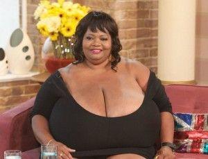 великі груди у жінки